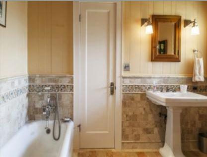 Hawaii Planatation Home Bathroom