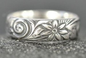floral hawaiian ring